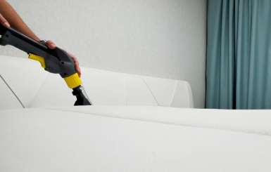 Quanto custa para lavar um sofá? Entenda o que influencia no preço
